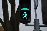 Piesi mają dłużej zielone światło na skrzyżowaniach w Łodzi. ZDiT wprowadza zmiany w sygnalizacji świetlnej
