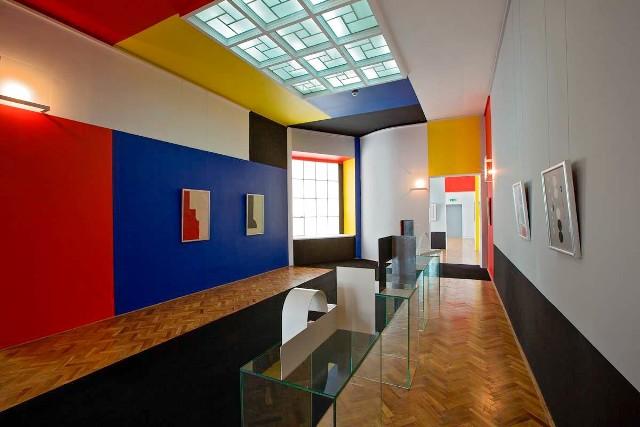 Sala Neoplastyczna w Muzeum Sztuki, zaprojektowana przez Władysława Strzemińskiego