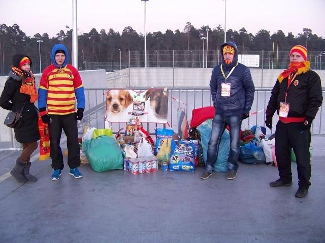 Dzieci Białegostoku ze Stowarzyszeniem Happy Dog zbierali koce i karmę dla psów