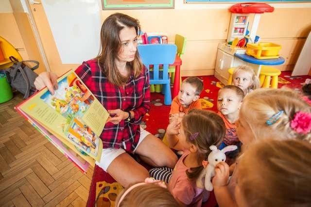 Przedszkole nr 46 akcja cała Polska czyta dzieciom z udziałem aktorki Anity Sokołowskiej