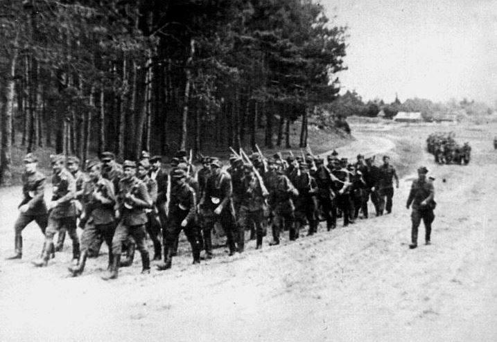 """Oddziały NZW """"Ojca Jana"""" w marszu na koncentrację, maj 1945..."""