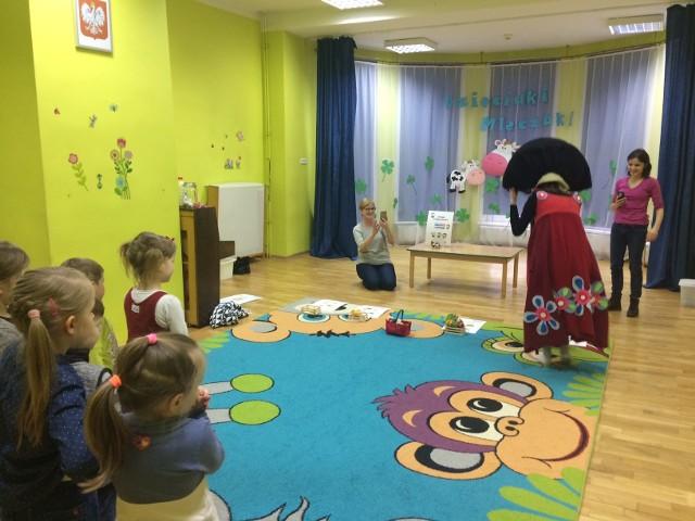 Mleczna Drużyna odwiedza przedszkola i przekazuje dzieciom wiedzę