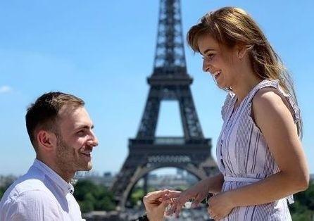 W Paryżu Arkadiusz Moryto oświadczył się wybrance swojego serca Magdalenie.