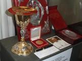 Dary papieża Franciszka dla Jasnej Góry: Złota Róża, ornat, pióro... Zobaczcie zdjęcia