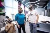 Koronawirus. W Kieleckim Parku Technologicznym szyją maseczki dla szpitali [ZDJĘCIA]