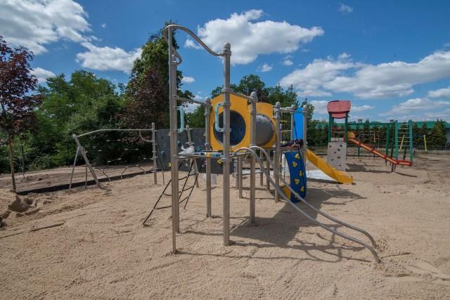 Jednym z projektów zrealizowanych w ramach budżetu obywatelskiego jest plac zabaw na Osiedlu Przylesie w Czerwonaku ze zjazdem linowym i urządzeniem wielofunkcyjnym