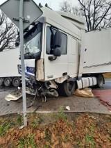 Śmiertelny wypadek w Pile. Krajowa droga 42 była całkowicie zablokowana [ZDJĘCIA]