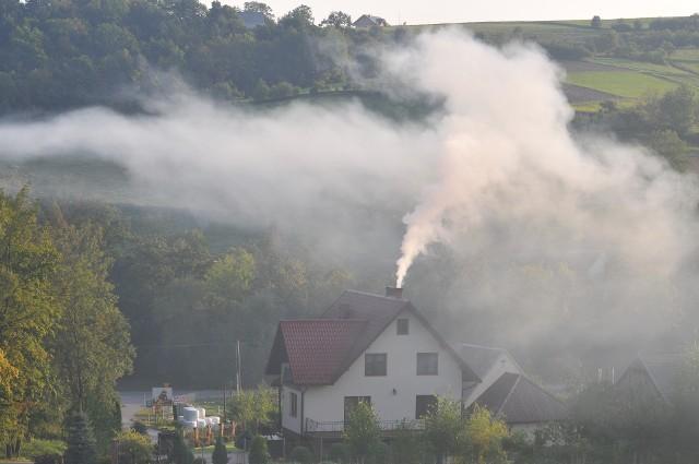 Nadzieję na skuteczniejszą walkę ze smogiem w kolejnych regionach Małopolski daje uchwalony w ubiegłym roku Program Ochrony Powietrza