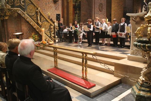 Podczas prezentacji Verba Sacra teksty kanonizowanych i beatyfikowanych przez Jana Pawła II czytały dzieci i młodzież