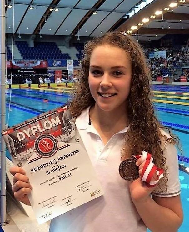 Katarzyna Kołodziej zdobyła w Lublinie seniorski brązowy medal na 100 m stylem motylkowym, który dał jej przepustkę do mistrzostw Europy juniorów.