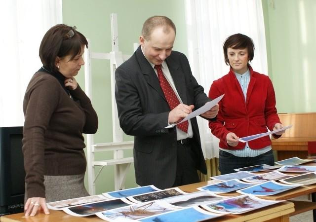 Jury: Renata Domagała-Wruk, Anna Duda i wiceburmistrz Arkadiusz Stachowiak - oceniają konkursowe prace.