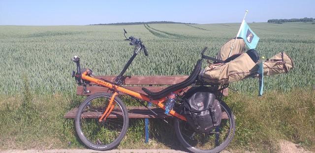 Piotr Wróbel jest muzykiem, kompozytorem, liderem Brass Federacji oraz członkiem Jazz-Band Młynarski-Masecki. Niedawno był w Bydgoszczy, która stała się przystankiem na jego rowerowej trasie. Przemierza Polskę rowerem, by pomóc krzywdzonym zwierzętom.