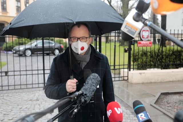 Adam Bodnar opuszcza TK po ogłoszeniu wyroku w związku z urzędem RPO