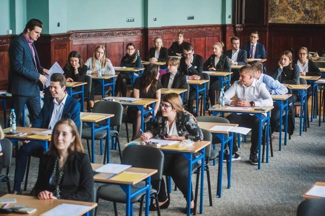 Rozpoczęły się egzaminy zawodowe 2019 (czerwiec). Zobaczcie odpowiedzi z poszczególnych egzaminów.