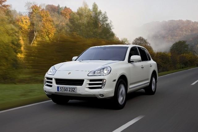 Z zewnątrz Porsche Cayenne Diesel wygląda jak wersja z silnikiem benzynowym V6
