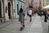 Hulajnogi będą mogły jeździć po chodniku i drodze rowerowej, ale tylko po pewnymi warunkami