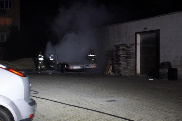 Dzisiaj (31 grudnia) po godzinie 1:00 w nocy, spaleniu uległ specjalistyczny samochód pomocy drogowej zaparkowany w Słupsku przy ulicy Koszalińskiej.
