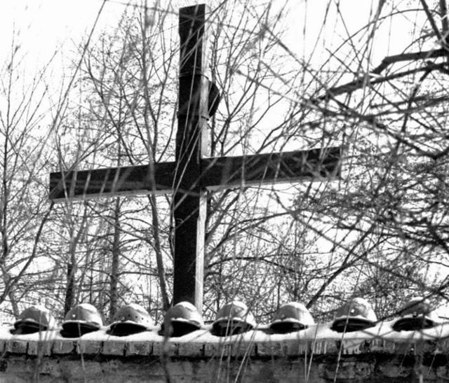 Przez dekadę ten krzyż był jedyną pamiątką po poległych
