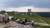 Zamek w Olsztynie znów oblegany przez turystów. W niedzielę zachęcała do wizyty w tym miejscu słoneczna pogoda