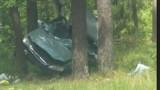 Ruda. Kolizja na drodze krajowej nr 65. Kierowca podczas manewru wyprzedzania zjechał na pobocze i uderzył w drzewo (zdjęcia)