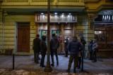 Kolejna próba otwarcia klubu Stara Babcia w Bydgoszczy. Wejście zablokowali policjanci. Właściciel nie poddaje się