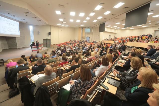 Dyrektorzy placówek oświatowych z całego województwa otrzymali zalecenia dotyczące postępowania w razie wystąpienia jakiegokolwiek zagrożenia epidemiologicznego.Szczegóły w galerii zdjęć! >>>