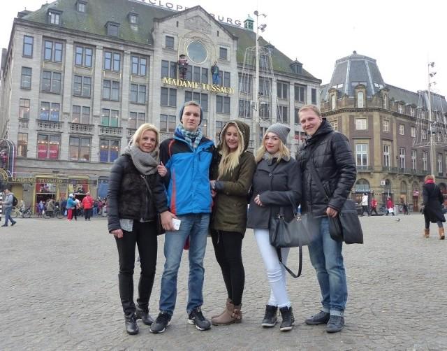 Poprzez wizyty w różnych krajach zdobywamy doświadczenie zawodowe - mówi Dominika Łupińska (na zdjęciu w środku)