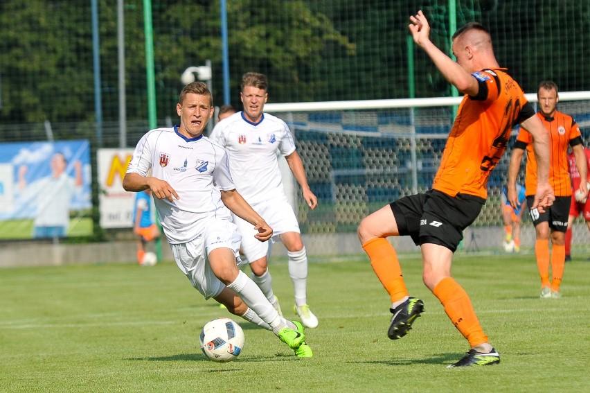 Marcin Niemczyk (na pierwszym planie) i Donatas Nakrosius (za nim) są przedstawicielami dużej grupy nowych zawodników w kluczborskim zespole.