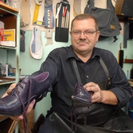Marian Kaczkowski od lat ma stałych klientów. Jesienią i zimą odwiedzają go częściej.