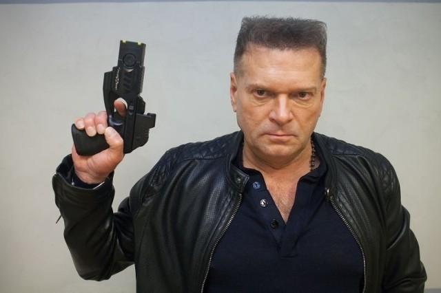 W tę broń zostaną wyposażeni moi pracownicy biorący udział w akcjach – mówi Krzysztof Rutkowski.