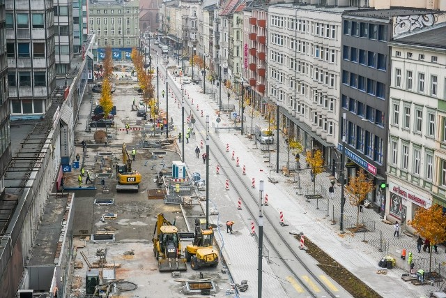 Trwa wielki remont ulicy Święty Marcin. Zobaczcie, jak w tej chwili prezentuje się reprezentacyjna ulica Poznania z góry.Przejdź do kolejnego zdjęcia --->