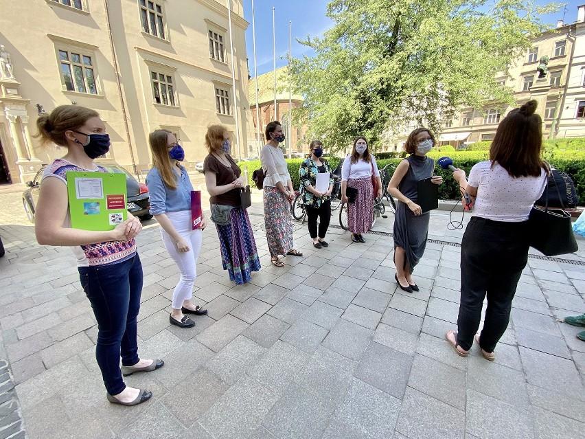 Działaczki i działacze Razem oraz organizacji pozarządowych przed złożeniem projektu uchwały