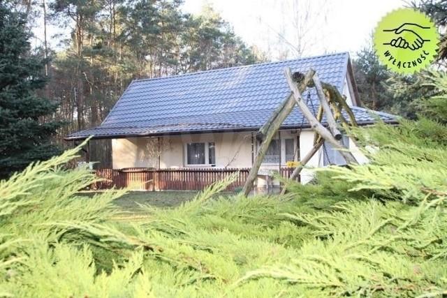 Na kolejnych slajdach znajdziesz TOP15 najtańszych domów/siedlisk w pobliżu Łodzi w cenach poniżej 250 tys. zł. Oferty uporządkowaliśmy według malejącej ceny.