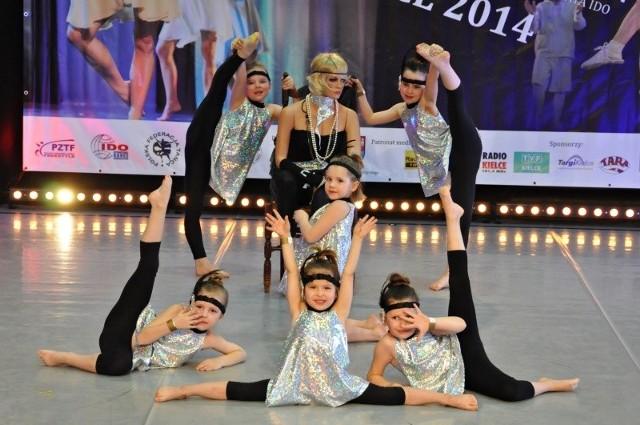 To był pierwszy poważny występ najmłodszych dziewczynek z Ramady. Na zdjęciu: Milena Monastyrska, Michalina Pietras, Julia Poluszyńska, Julia Cebulla, Marta Drohamirecka, Jagoda Janeta.