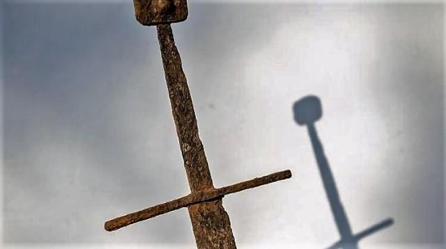 Tak wygląda średniowieczny miecz odnaleziony kilka lat temu niedaleko Hrubieszowa. Podobnie mógł wyglądać miecz Bruna.