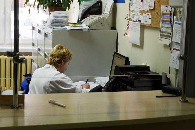 - Lekarz odgraża się, że pacjentów, których uzna za niemiłych wykreśla z listy - uważa kobieta