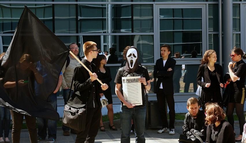 W południe w ramach akcji odbył się happening protestacyjny...
