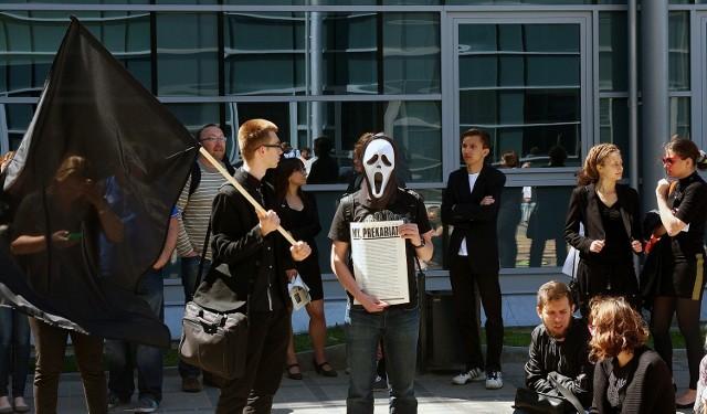 W południe w ramach akcji odbył się happening protestacyjny Śmierć Uniwersytetu