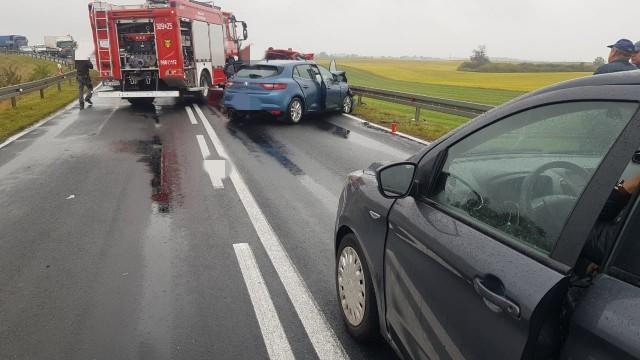 W wypadku dwóch aut osobowych w Mąkowarsku zginęła jedna osoba.