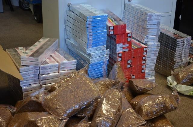 Aż 1640 paczek nielegalnych papierosów i ponad 8 kg tytoniu do palenia przejęli funkcjonariusze Krajowej Administracji Skarbowej (KAS) z Łodzi.