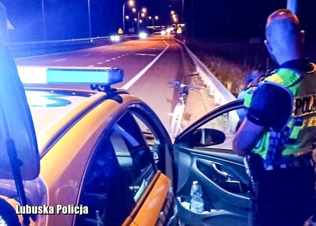 W długi czerwcowy weekend, podczas patrolu, międzyrzecka drogówka na drodze ekspresowej S3 zauważyła rowerzystę.