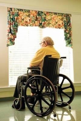 Polscy emeryci przyzwyczaili się do skromnego życia i na starość tak bardzo nie obawiają się ubóstwa. Obawiają się niesamodzielności. Fot. Ingimage