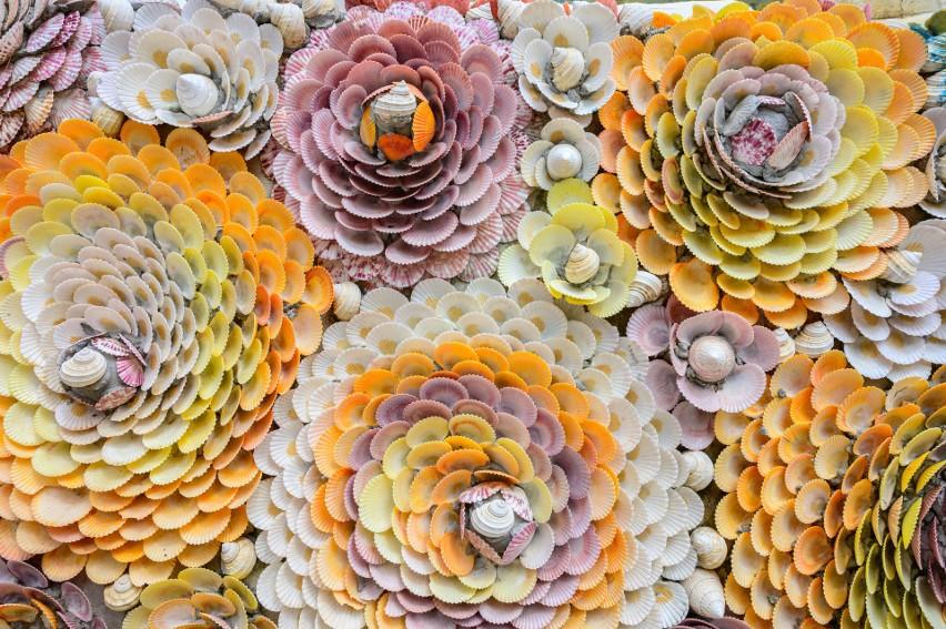 Pomysły na kreatywne zabawy na plaży. Co stworzyć z piasku, muszelek i kamieni? Oto prawdziwe dzieła. Zobacz zdjęcia i się zainspiruj
