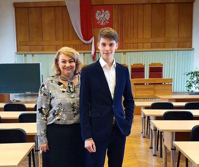 Jakub Muszalski i polonistka Elżbieta Piniewska, która - przypomnijmy - od 2019 r. jest przewodniczącą sejmiku kujawsko-pomorskiego