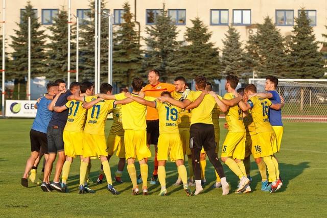 Ekoball Stal Sanok pokonał na własnym obiekcie rezerwy Resovii 1:0. Zobaczcie zdjęcia z tego meczu. Ekoball Stal Sanok - Resovia II 1:0 (0:0)Bramka: 1:0 Tabisz 80