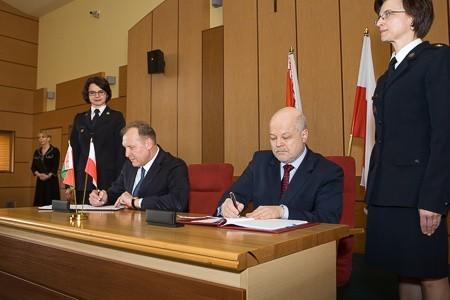 Podpisanie polsko-białoruskiej umowy o współpracy w Podlaskim Urzędzie Wojewódzkim