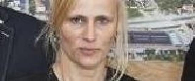 Uczy wychowania fizycznego w Liceum Ogólnokształcącym imienia Hugona Kołłataja w Pińczowie. Jest utytułowaną zawodniczka karate, posiadaczką 4 dana karate shorin-ryu. Jej hobby to chodzenie po górach.