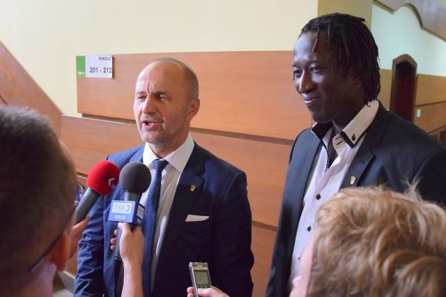 - Było to robocze spotkanie - powiedział Peter Kaluba (z lewej) po rozmowach z prezydentem. Obok Ibrahima Iyane Thiam.