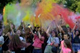 Setki mieszkańców bawiły się na święcie kolorów na placu Jagiellońskim w Radomiu. Zobacz zdjęcia i film!