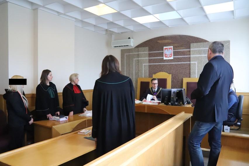 Na wniosek obu stron sędzia Mariusz Szczygielski wyłączył...